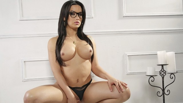 Brazilian shemale beauty Bianka Nascimento opens her own personal website for smc productions